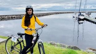 Une femme à Roberval sur son vélo.