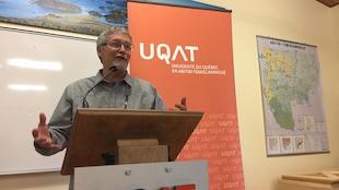 Professeur à l'UQAT et directeur du laboratoire Yves Bergeron