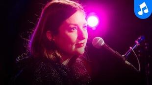 La chanteuse Fanny Bloom en prestation au studio 12