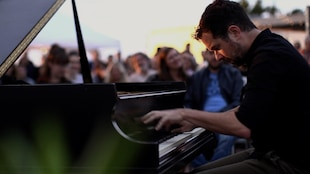 Le pianiste montréalais interprète Budapest.