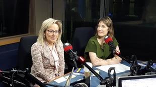 Les deux avocates sont côte à côte en entrevue radio.