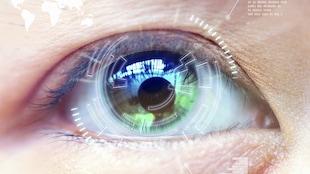 Un oeil avec une lentille cornéenne futuriste