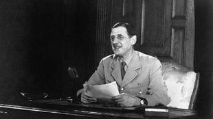 Photo d'archive, le général de Gaulle assis dans un bureau, vers 1944