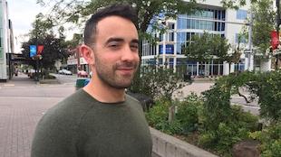 Gustavo Marquez est né au Venezuela et habite maintenant à Sudbury, dans le Nord de l'Ontario.