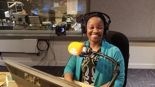 Candice Nsongo dans le studio de l'Heure de pointe Toronto