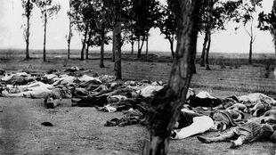 Cadavres d'Arméniens dans un chemin près d'Ankara, en 1915
