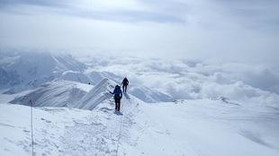 Quelques mètres avant le sommet Patrick Maguire et Jean-Francois Dupras sur le Mont Denali