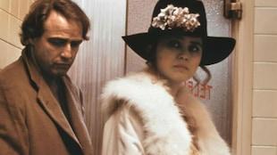 Les acteurs Maria Schneider et Marlon Brando dans une scène du film Le dernier tango à Paris.