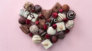 Des chocolats de la Saint-Valentin, placés en forme de cœur