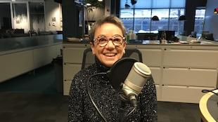 Hélène Dallaire au microphone du Matin du Nord