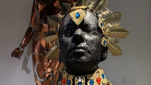 Une sculpture métallique