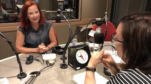 Catherine Tait, nouvelle présidente-directrice général de CBC/Radio-Canada, au micro de Manon Globensky