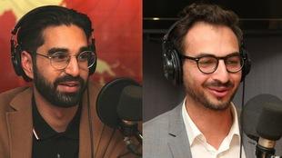 Les deux hommes sont en entrevue à la radio.