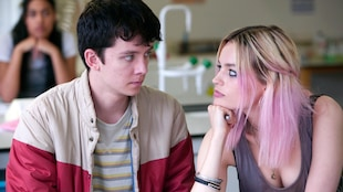 Otis Milburn (Asa Butterfield) et Maeve (Emma Mackey) dans la série « Sex Education ».