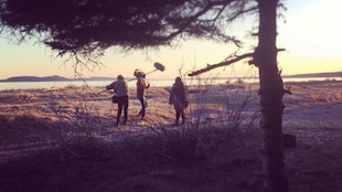 Une scène de tournage sur le bord de la mer