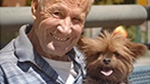 Un viel homme et son chien
