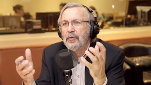 Yanick Villedieu dans le studio 18 de Radio-Canada