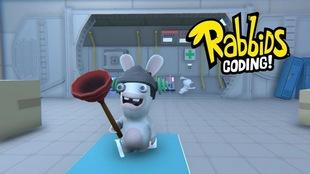 Deux lapins-crétins courent dans une pièce qui ressemble à un laboratoire.