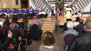 Rick Hansen fait un don au Musée canadien de l'histoire à Gatineau