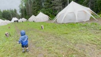 Passer ses vacances dans un village nomade