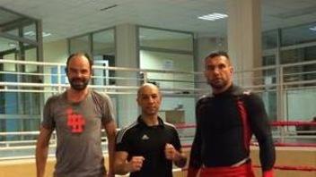 Édouard Philippe, son entraîneur Madjid Nassah (également directeur de l'association Émergence) et son partenaire d'entraînement Jérôme Le Banner