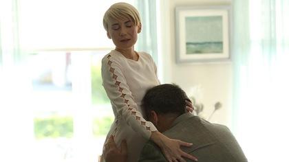 Anne Dupuis prend Rodrigue dans ses bras