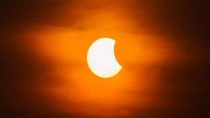 Le Soleil donne rendez-vous à la Lune
