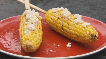 Des brochettes véganes ou de fruits de mer