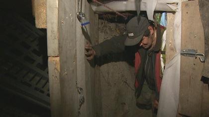 La crise du logement à Vancouver pousse un homme à creuser un abri souterrain