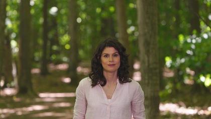 Catherine Mercier dans un parc forestier de la région du mont Saint-Hilaire.