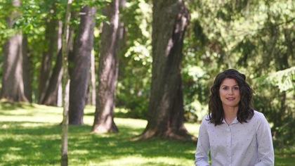 Catherine Mercier dans le parc du Bois-de-Coulonge à Québec.