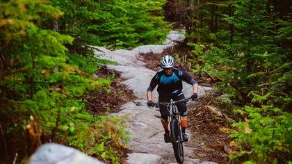 Vers un début de saison de vélo de montagne hâtif et achalandé