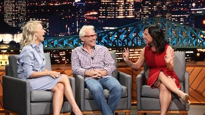 Véronique Cloutier, Jacques Villeneuve et Valérie Plante rient sur le plateau de l'émission « Le beau dimanche ».