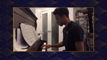 Félix Auger-Aliassime nous offre un court récital de piano