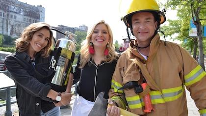 Bianca Gervais, Anne-Marie Whithenshaw et Mario Tessier déguisé en pompier.