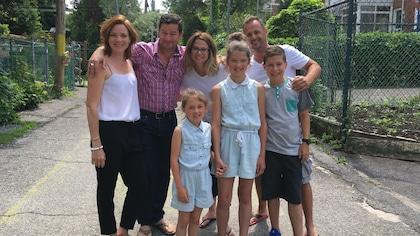 Catherine Proulx-Lemay, Dany Turcotte et une famille dans une ruelle de Rosemont La Petite-Patrie