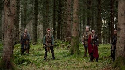 5 Indiens dans la forêt.