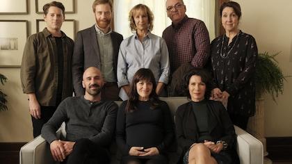 Toute la famille réunie dans la salon.