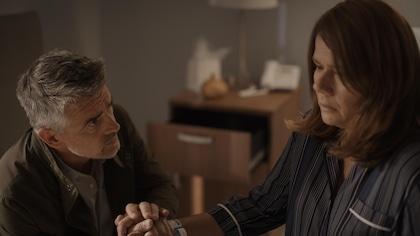Patrice Godin et Marina Orsini dans une scène de l'émission Une autre histoire.