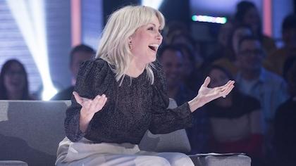 Elle éclate de rire lors de l'animation de son émission.