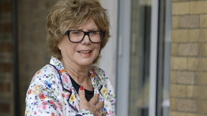 Denise Filiatrault est émue de revisiter la maison de son enfance.