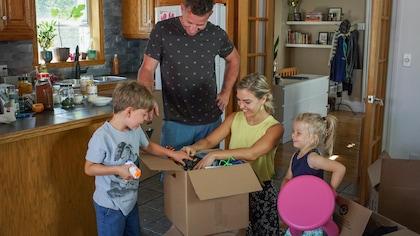 La famille Charuest-Franks : Evelyne Charuest, son conjoint Glenn Franks et leurs deux enfants, et Nina.