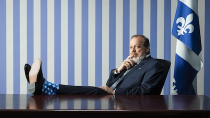 Surréel et absurdité dans la comédie  La Maison-Bleue