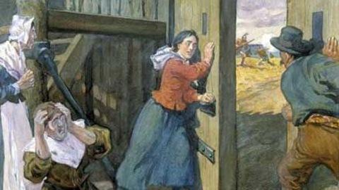 Une femme ferme la porte du fort pour contrer l'attaque des iroquois. Les gens sont effrayés.