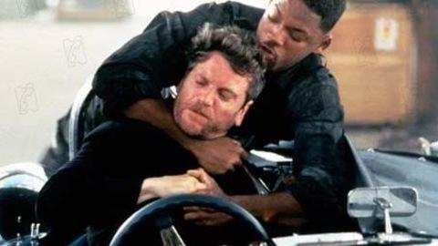 Le personange de Will Smith tente d'étrangler celui de Tchéky Karyo.