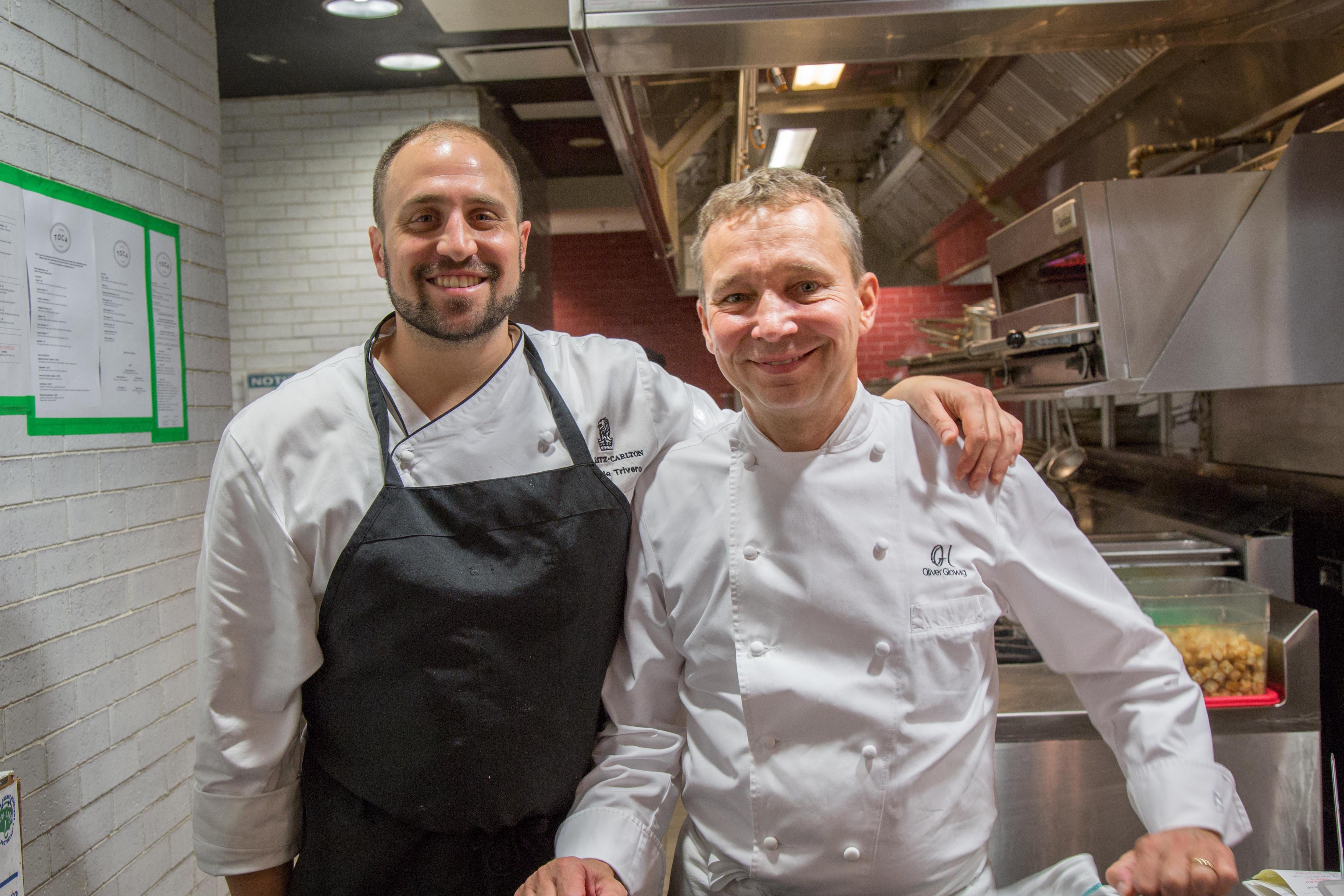 Deux chefs dans une cuisine
