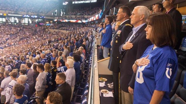 Pence quitte en raison des manifestations — NFL