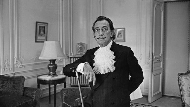 Photo en noir et blanc de Salvador Dali