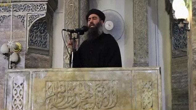 Abou Bakr Al-Baghdadi dans une vidéo parue en 2014.