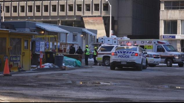 Un travailleur a été blessé sur le chantier de construction du train léger au coin des rues Queen et Kent, à Ottawa.